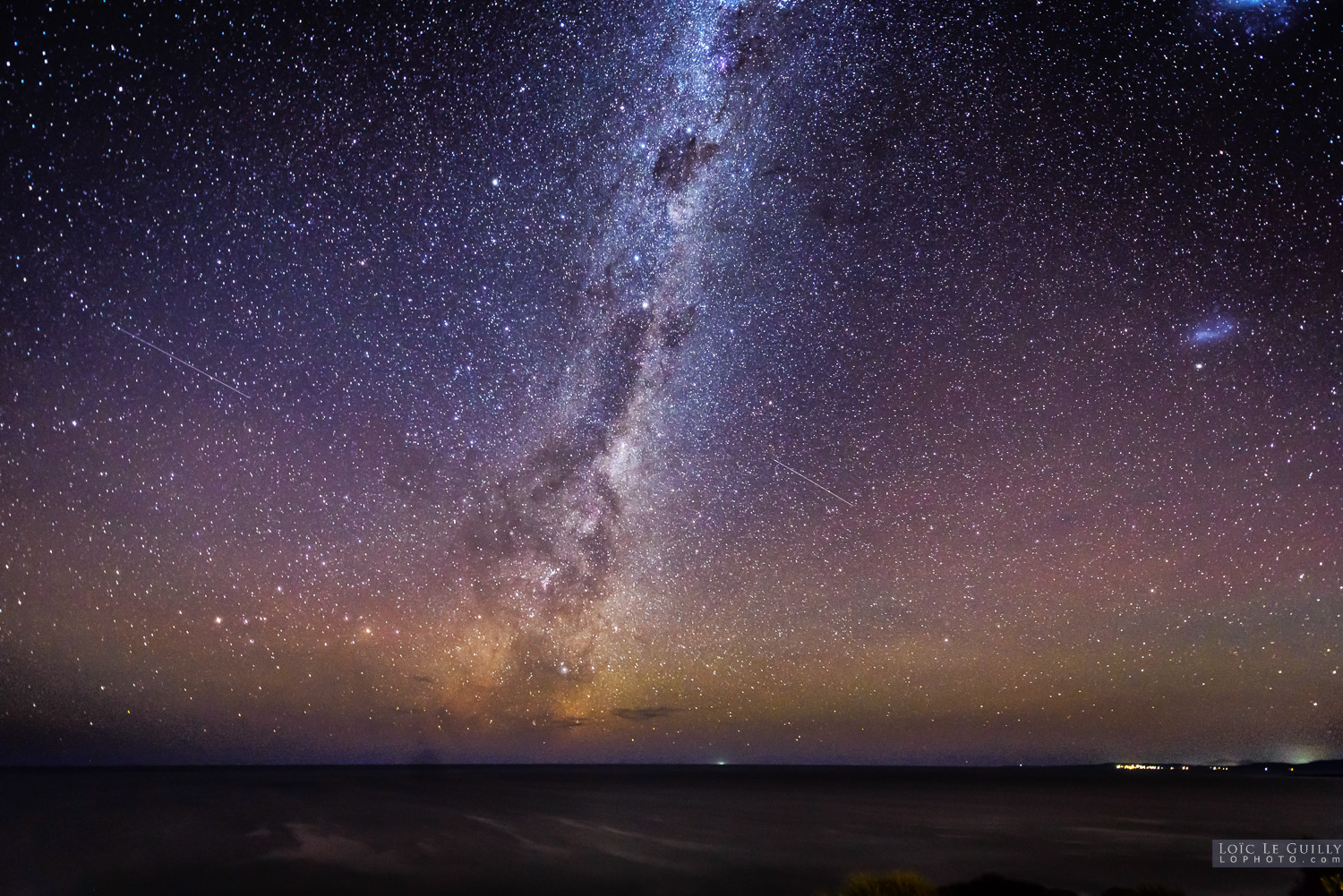 photograph of Milky Way rising over the Tasman Sea